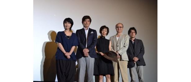 映画の大ヒットを記念して、大楠道代らキャスト陣&阪本順治監督による舞台挨拶が実施された