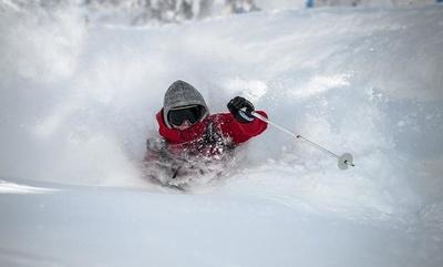 【写真】極上のパウダースノーが魅力のスキー場は、初級者から上級者まで楽しめる