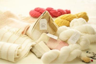 オリジナル商品「RUSUTSU WOOL」は、自社ファームの羊の毛を使用