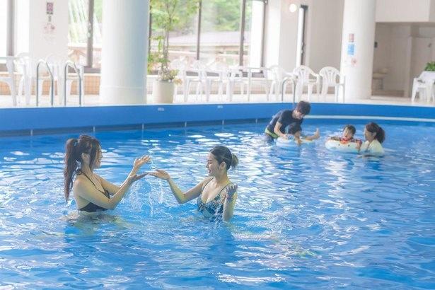 天候を気にせず、一年中楽しめる室内プール
