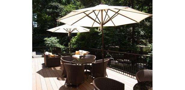 開放感あふれる庭園を望むテラス席で至福のひとときを楽しもう!