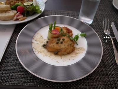 「エイのムニエル」(1500円)はリモネランチAでも食べることができる。