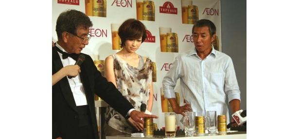 ビールの専門家の指導を受け「おいしいビールの注ぎ方」に挑戦
