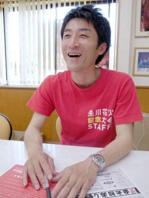 【写真】花火大会に込めた熱い思いを語る運営メンバーの富樫晃司氏