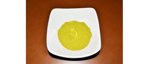 粉末状のミドリムシ。やや魚粉と似た風味。さすがにこの状態で食べるのは厳しい