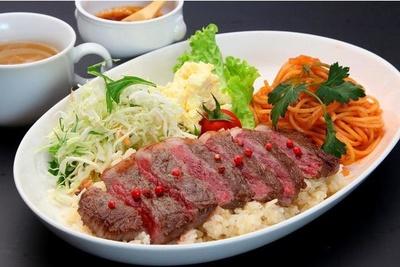 「長崎和牛ステーキトルコライスセット」(スープ・コーヒー付 税込2600円)