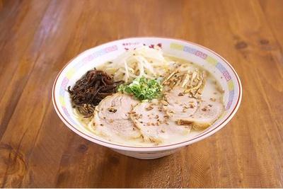 こむらさきの王様ラーメン。自家製麺は少し細めで濃厚なスープとよく絡む
