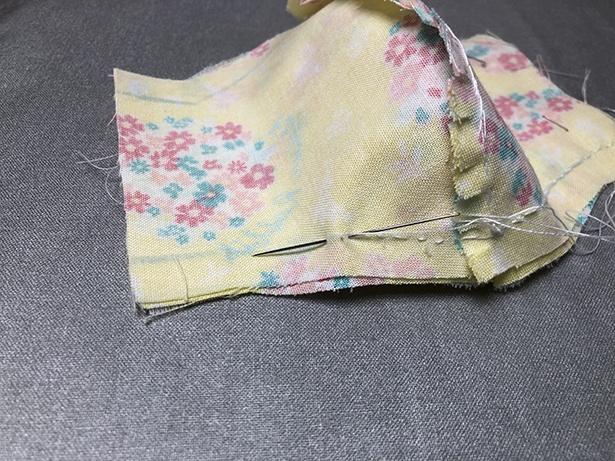 中央側から外側に向けて縫うとズレにくく仕上がりもきれい