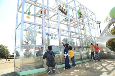 エネルギー保存の法則を楽しみながら観察できる、屋外展示の「ゴロゴロコースター」
