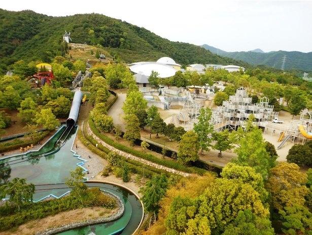 あすたむらんど徳島の広い敷地内には、さまざまな体験施設や大型遊具が