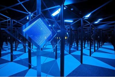 有機ELを活用した新感覚迷路「magicミラーワールド夢幻」