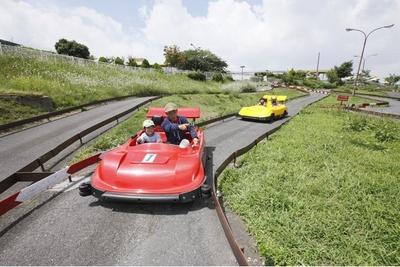 山頂の風の中をドライブできる「ゴーカート」。1人乗り400円、2人乗り600円(ともに税込)