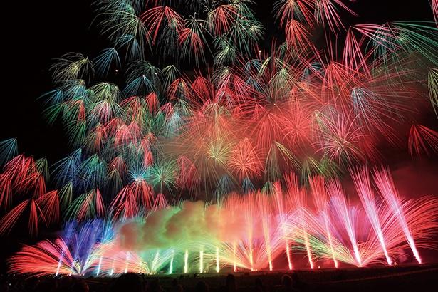 「神明の花火大会」の見どころは何といっても壮大なスターマイン!