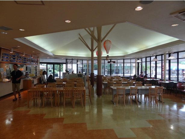 ぴーちくパーク内にある「軽食喫茶 どんぐり」。営業時間は10時30分から15時30分(LO15時)