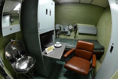 狭い潜水艦内では曜日感覚もなくなる。この部屋でもカレーを食べたのか想像するとおもしろい