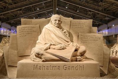 【写真】2019年第12期の展示作品「独立の父 マハトマ・ガンジー」