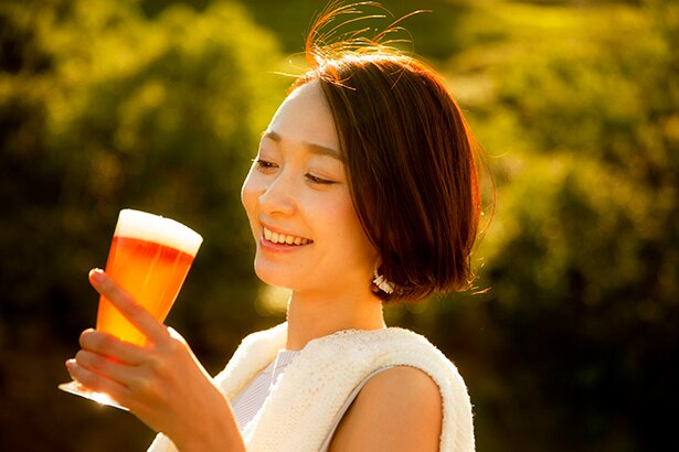 【写真】ビールを飲みながら大自然と花火を同時に楽しむ贅沢な体験ができる