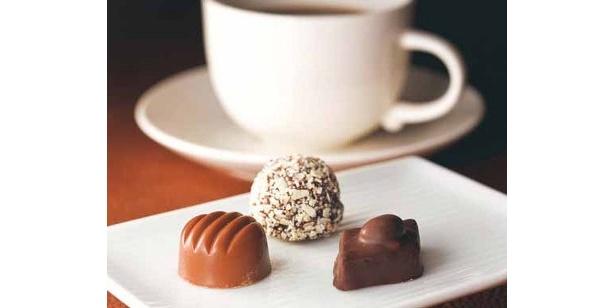 ショコラバー。ショコラ2粒とコーヒーや紅茶などのドリンク付きで¥840