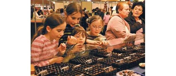 フランス・パリで開催される「サロン・デュ・ショコラ」の模様
