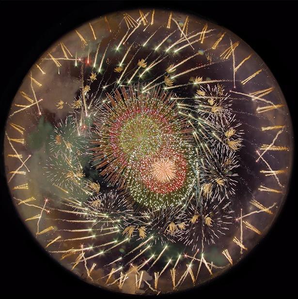 【写真】まるで万華鏡!真下から花火を見上げる新たな形の花火鑑賞体験に感動