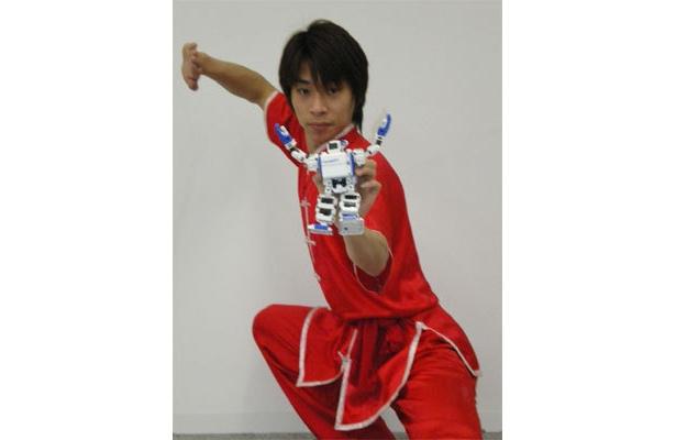 中国武術のチャンピオン、呉澤人(ゴ タクニン)とi-SOBOT