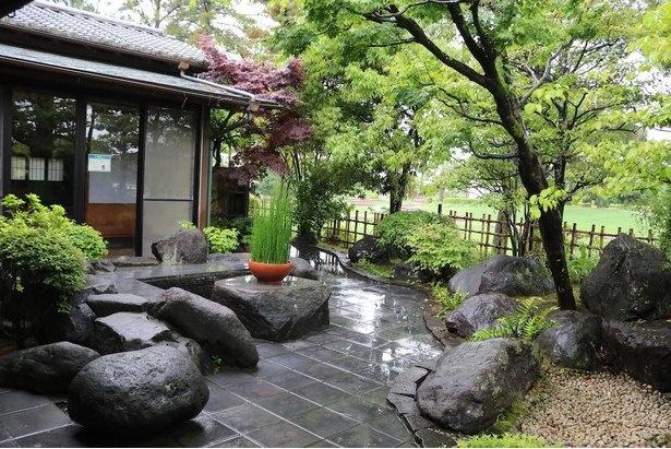 落ち着いた和の雰囲気の「和風の庭」