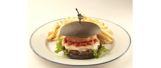 ボリューム満点な「黒船バーガー」¥1859