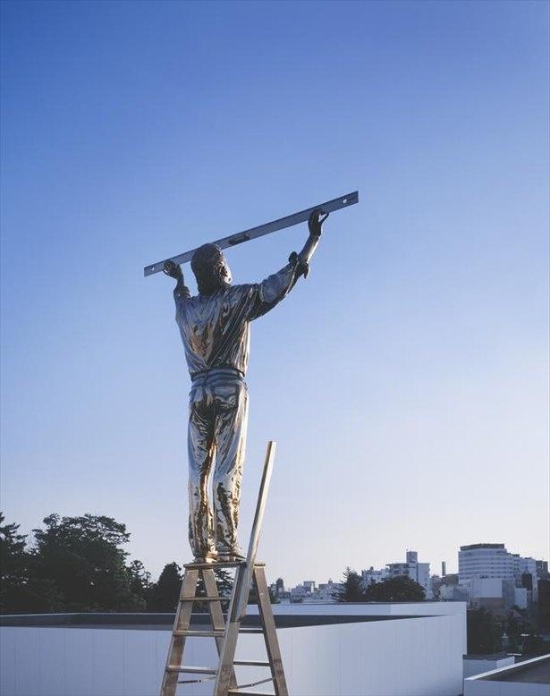 ヤン・ファーブル<雲を測る男>1998 (c) Angelos bvba 金沢21世紀美術館蔵