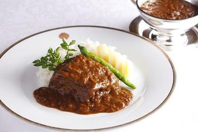 黒毛和牛を手間暇かけて煮込んだソースは肉の旨味が溶け出した奥深い味わい