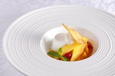 カレーのデザートにぴったりの「季節のブランマンジェ」を特別に用意!