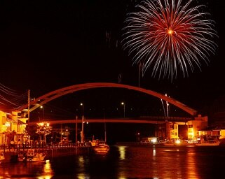 夜空に願いを!疫病退散のメッセージ花火を打ち上げる「壱岐島ふるさと花火」を開催