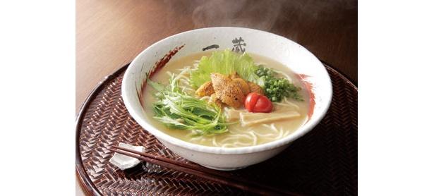 サケ節に魚、野菜のうま味を凝縮させ、ウニを溶け込ませた「うに鮭ぶしらーめん」(1470円)