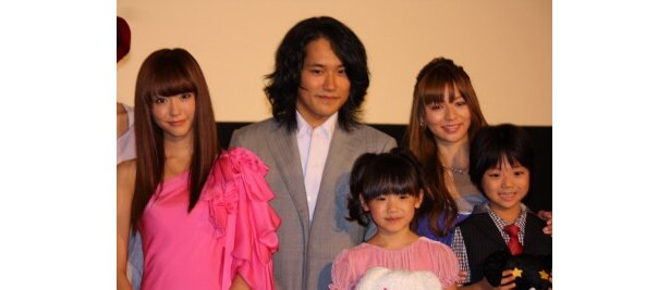 『うさぎドロップ』の初日舞台挨拶で松山ケンイチや芦田愛菜が登壇