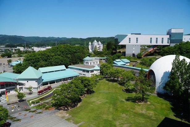 秋田県横手市にある秋田県立のテーマパーク。愛称は「Kamakuland(カマクランド)」