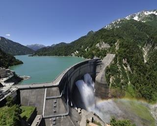 黒部ダムの楽しみ方ガイド!放水などの見どころやグルメ、アクセスまで大紹介