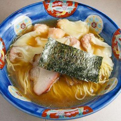 【たんたん亭】「ミックスワンタンメン」(¥1150)。ワンタンは肉とエビの2種類があり、ミックスワンタンメンはその両方が3個ずつのる人気メニュー