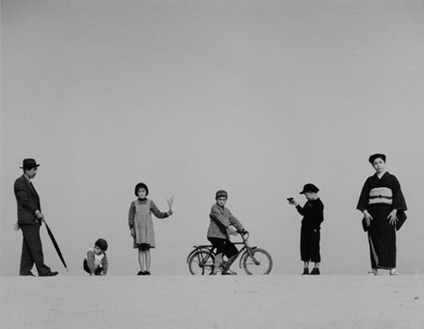 《パパとママとコドモたち》(1949年)/植田正治