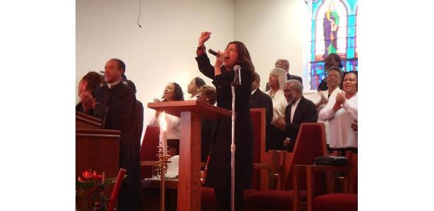 教会では初!賛美歌以外の楽曲を熱唱!