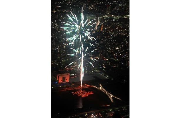 世界初! スカイツリー展望台から見る隅田川花火大会