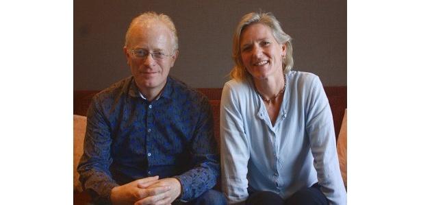 『ライフ いのちをつなぐ物語』を監督したマイケル・ガントンとマーサ・ホームズ