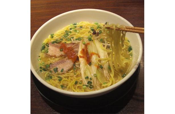 中太縮れ麺とスープの相性よし
