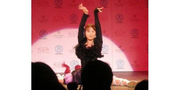 柔らかい体でテレビでも話題、KAZUMIのダンスも生で見られる!