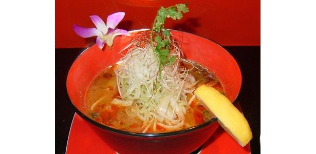 これがウワサの「トムヤム激城麺(赤)」(3000円)!