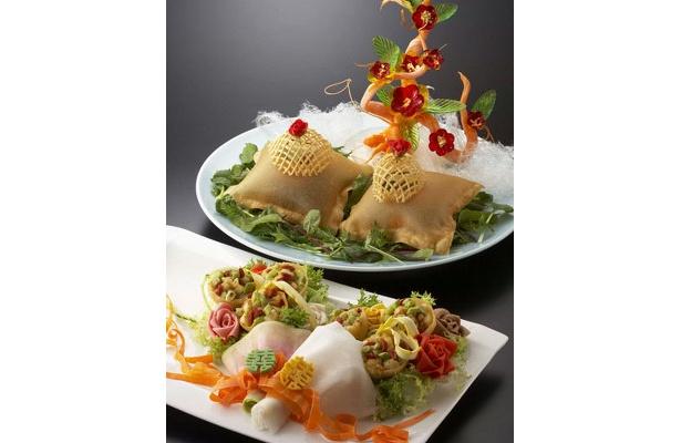 白身魚の上海蟹味噌とフォアグラソース炒め ブーケスタイル(手前)やラムフィレ肉の香草炒め ドーム仕立て(奥)などが登場