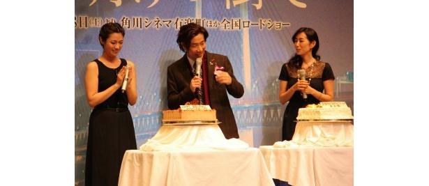『夜明けの街で』のプレミア試写会に岸谷五朗や深田恭子、木村多江(右)が登壇
