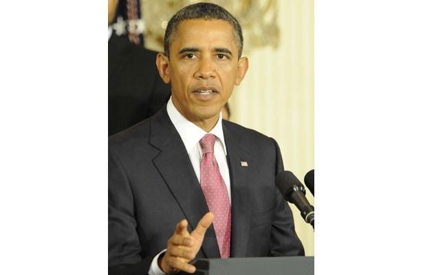 選挙資金集めのための晩さん会でレディー・ガガと初対面したオバマ大統領