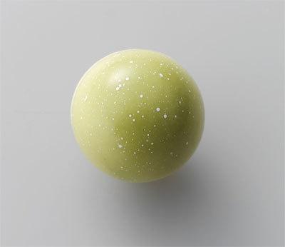 天王星(ライム):ライムの涼感が口の中で爽やかに溶ける、さっぱりとした風味のガナッシュ