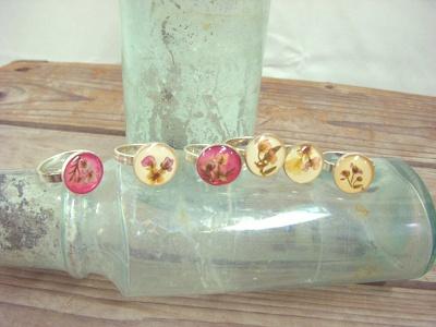 限定のPressed flower ring (3990円)
