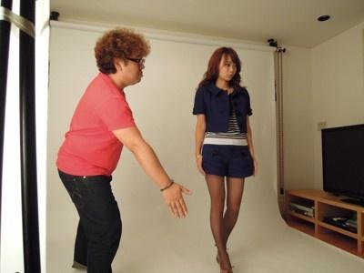 藤里先生自らスタジオ撮影のセッティング