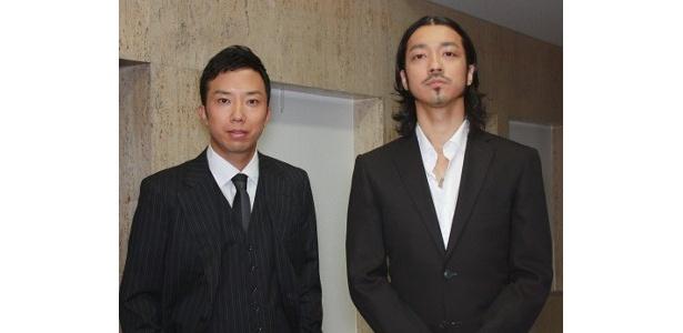 『シャッフル』で共演した金子ノブアキと市川亀治郎(左)